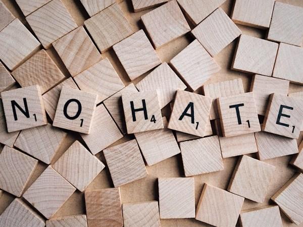 Perché l'Italia odia? La correlazione tra fama e haters