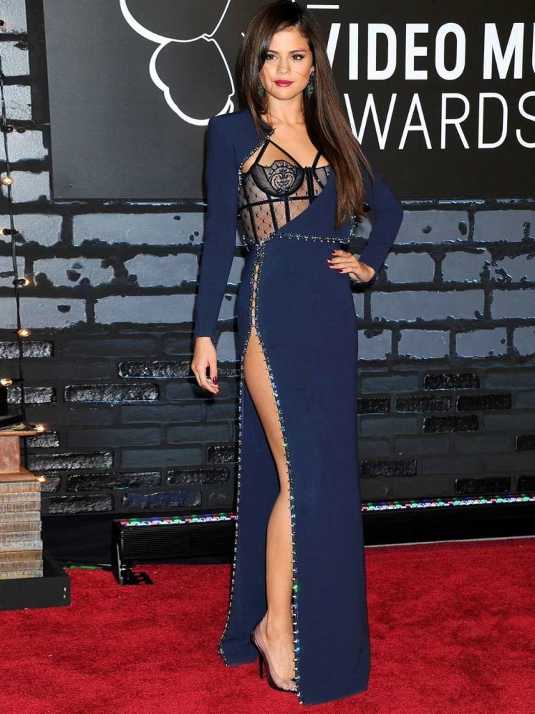 Selena Gomez is at the MTV Video Music Awards in a thigh high slit dress by Atelier Versace, August 2013