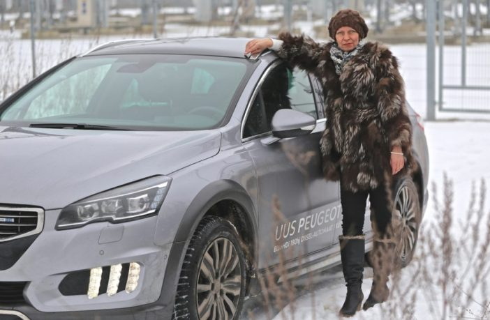 abc naine ja auto