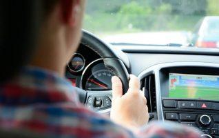 kaunid naised riiklike teooria-ja sõidueksamite vastuvõtmine