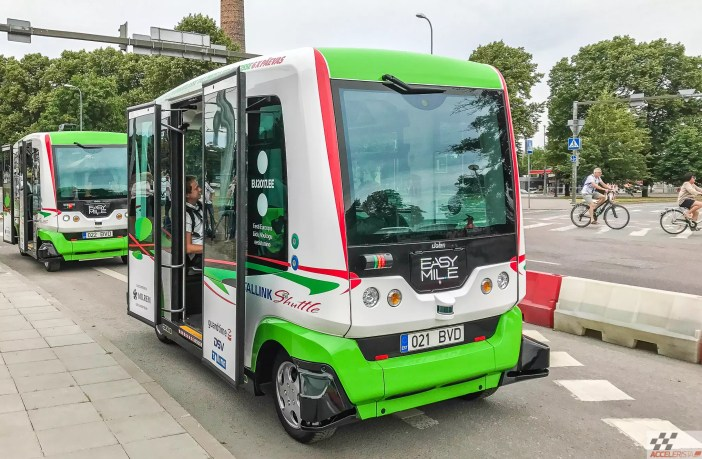 isejuhtiva bussiga