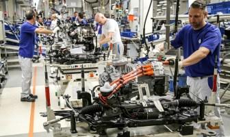 saksamaa volkswagen eesti ettevõtete koroonavits autotootjad sulgevad tehaseid
