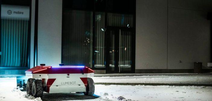 Vaata, kuidas Lumebot Tehnopolis lumehange sukeldub ja tee puhtaks lükkab