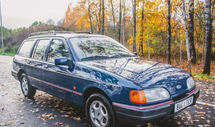 Sinine Ford Sierra