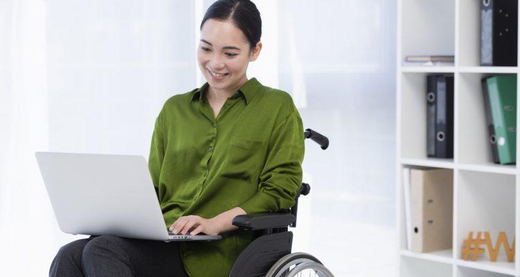 woman working laptop
