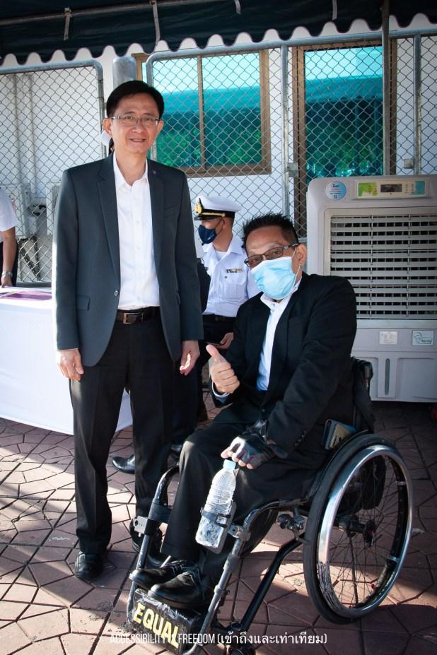 ภาพ พี่ซาบะถ่ายกับท่านรองสำนักการโยธา
