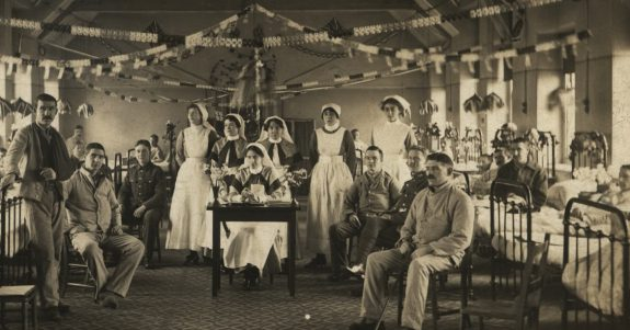 Christmas_at_the_3rd_Northern_General_Hospital,_Sheffield,_1916_(9490957023)