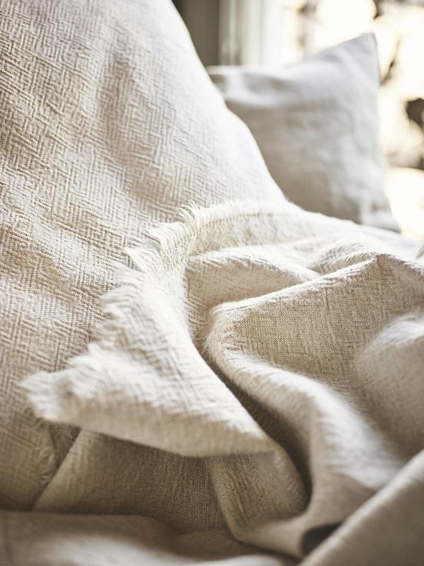 IKEA bedtextiel gekleurd met natuurlijke materialen - via Accessorize your Home