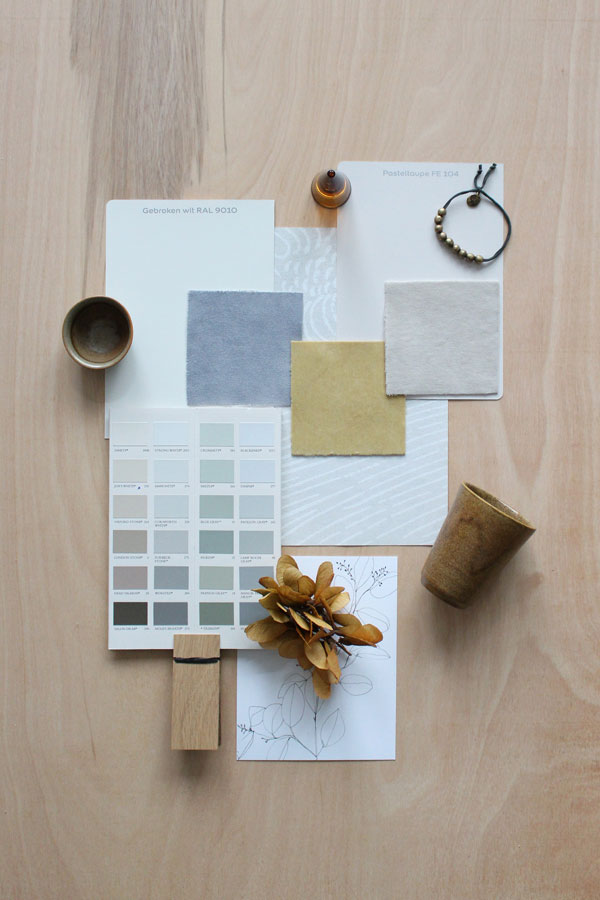 moodboard met kleurenkaart van Farrow & Ball, aardewerk en fluwelen staaltjes van Bemz - via Accessorize your Home