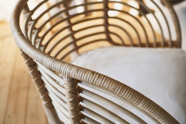 De nieuwe rotan BUSKO stoel van IKEA heeft een vintage uitstraling - via Accessorize your Home