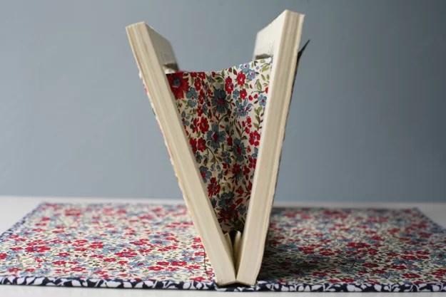 Book Cover Material Yield : Diy la pochette libro accidiosa v