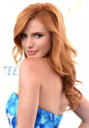 Bella Thorne - Teen Choice Awards 2014: i migliori beauty look | AccidiosaV