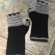 Meb24's Atelier fingerless mittens