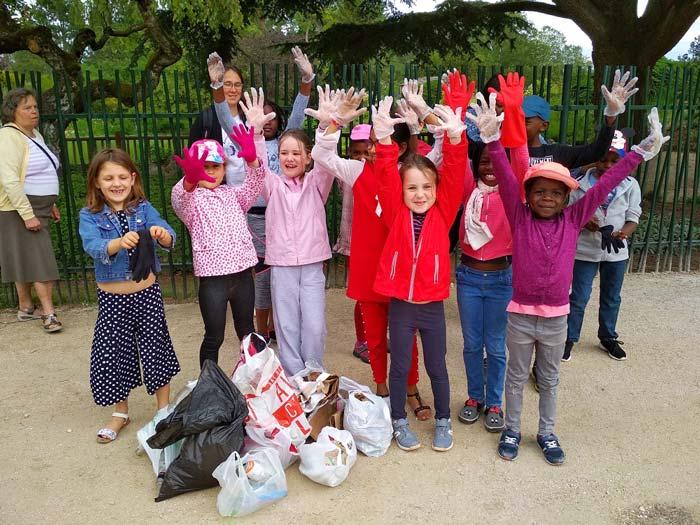 Ramassage de déchets avec les enfants de l'ACE Saône et Loire