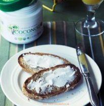 ideas para usar aceite de coco en la cocina. Untar aceite de coco en las tostadas