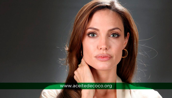 El Secreto Mejor Guardado por los Famosos, el Aceite de Coco