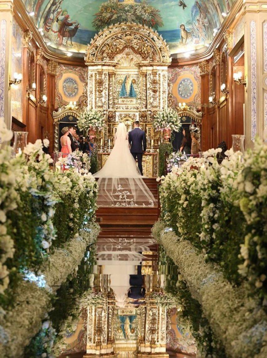 Passadeira de espelho na decoração da igreja