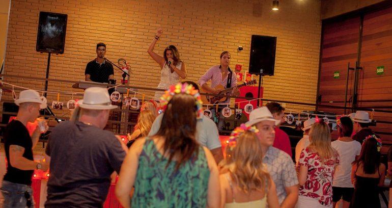 Festa Chá Bar: Thelu e Eder