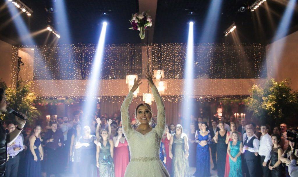 Foto de Casamento Jogando o buque