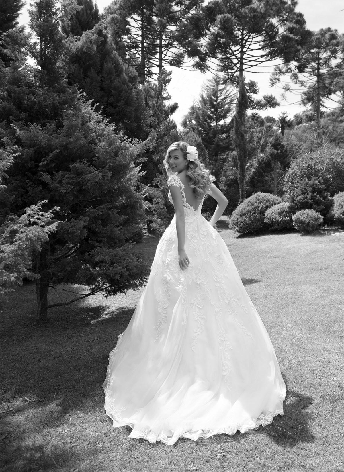Inspirações para vestidos de noiva - Modelo Crisântemo