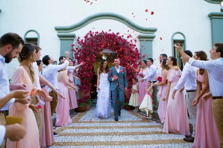Arco de flores na decoração | Foto: Produtora 7