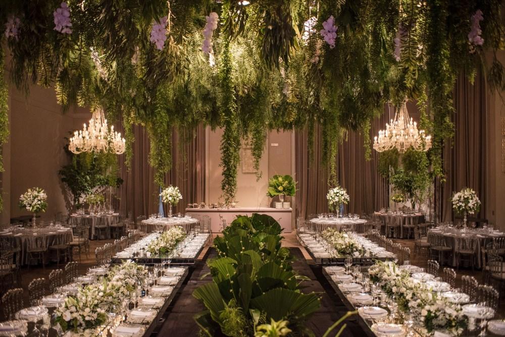 Decoração verde e branca no palácio tangará
