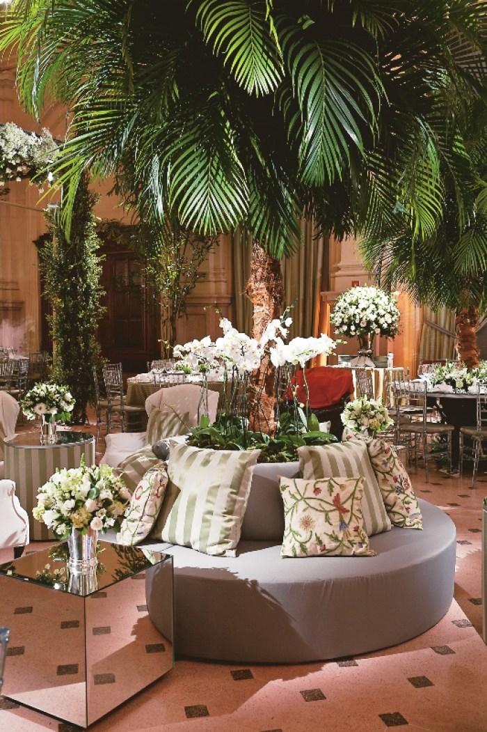 Decoração de casamento com palmeira