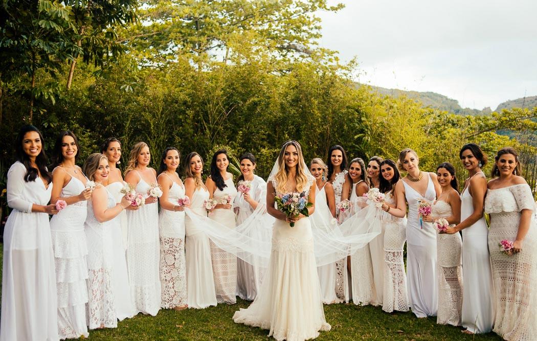 Tendência para madrinha de casamento: branco