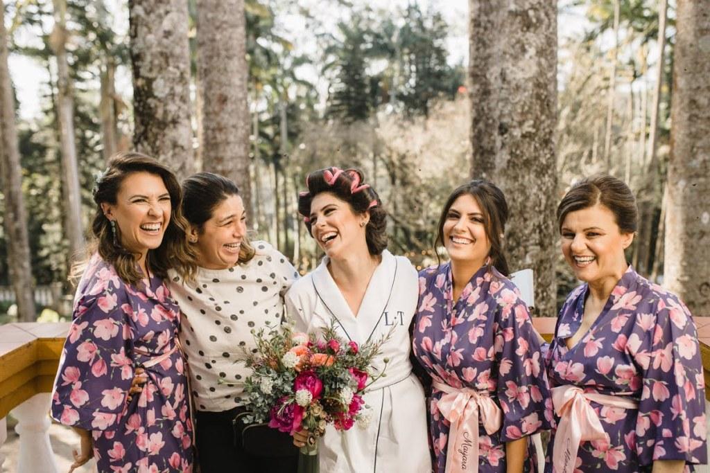 Madrinhas e padrinhos de casamento no dia da noiva