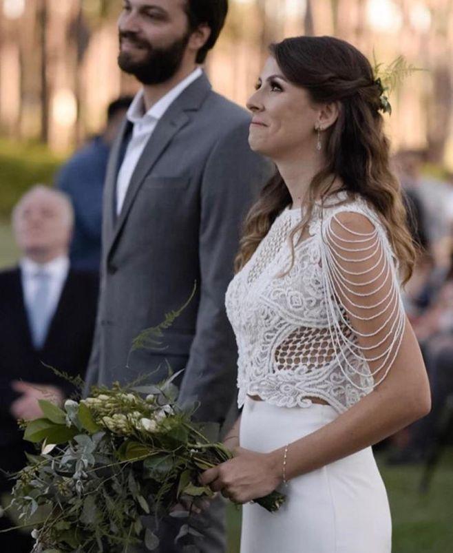 Vestido de noiva com gola alta sem mangas - Vestido de Atelier Rafael Garroni