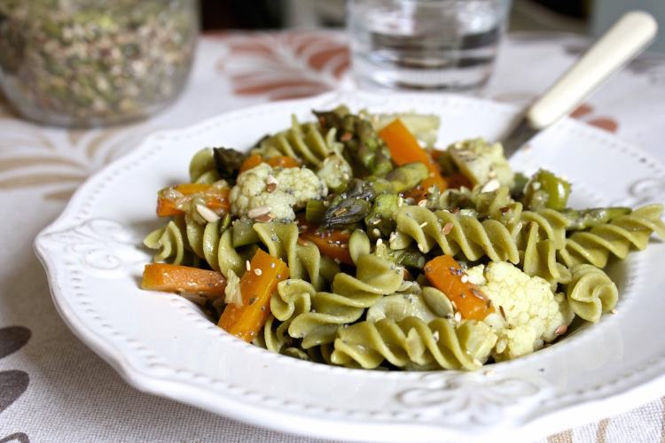 Fusilli alla farina di piselli con verdure miste