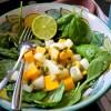 Spinacini con mango, melone bianco e semi di zucca
