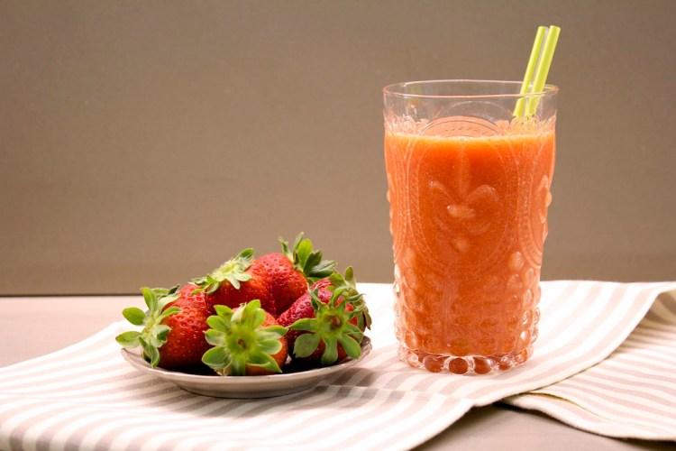 Smoothie di fragole e mango