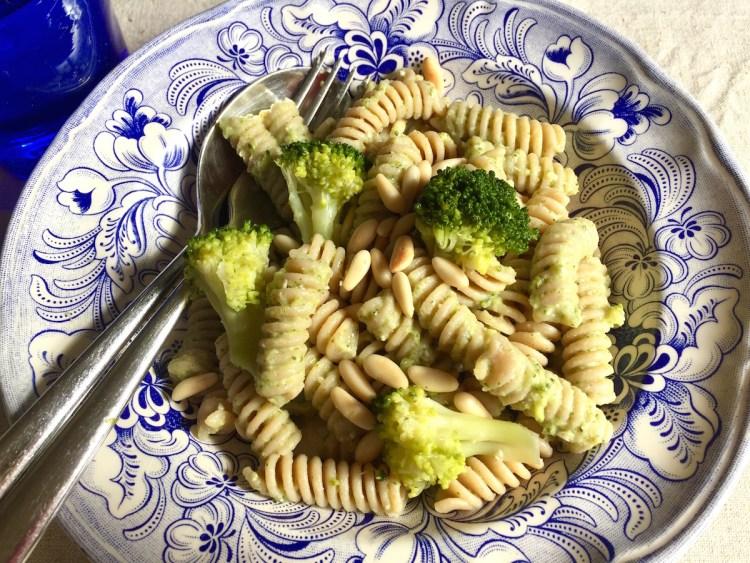 Fusilli integrali con pesto di broccoli