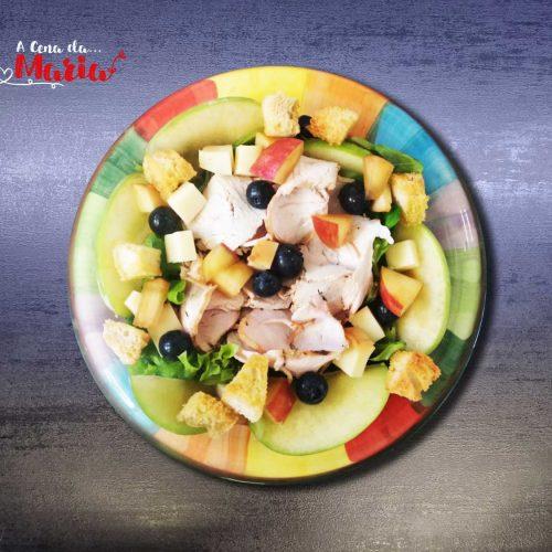 Insalatona-di-tacchino-e-frutta