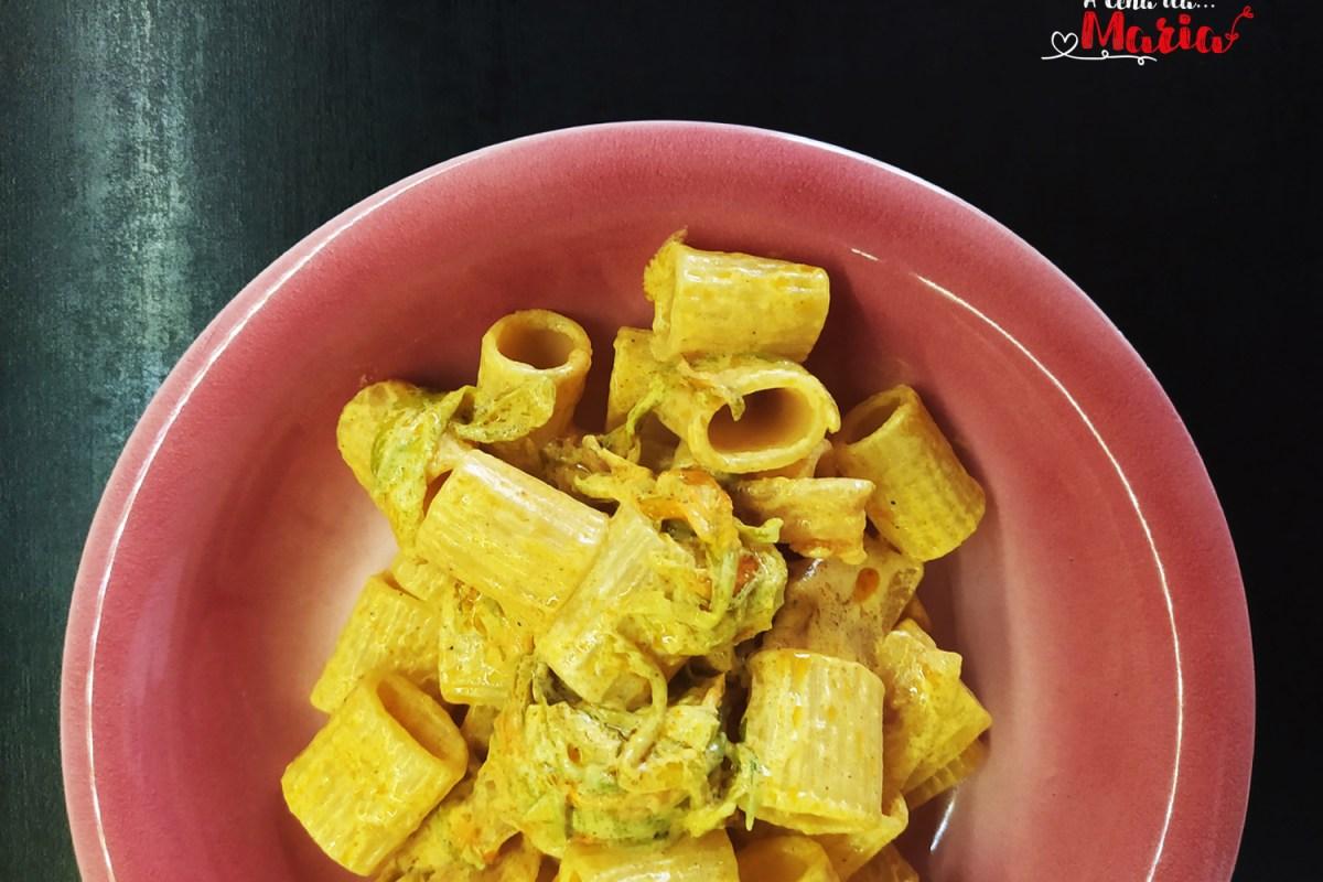 Mezze maniche con fiori di zucchine e pancetta