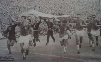 F 05 - 1958 - campeão do mundo - volta olímpica