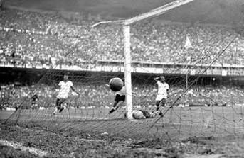 F 06 - Ghiggia marca o gol do título