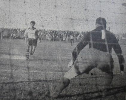 Foto 03 - Larry marca de pênalti contra a Holanda