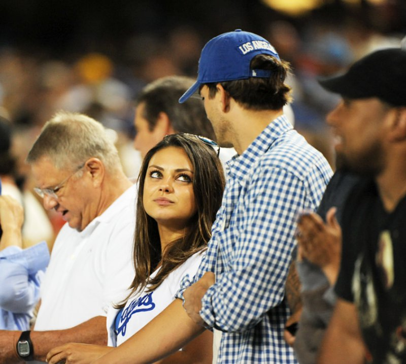 https://i2.wp.com/www.aceshowbiz.com/images/news/ashton-kutcher-and-mila-kunis-watch-dodgers-game-with-her-parents.jpg