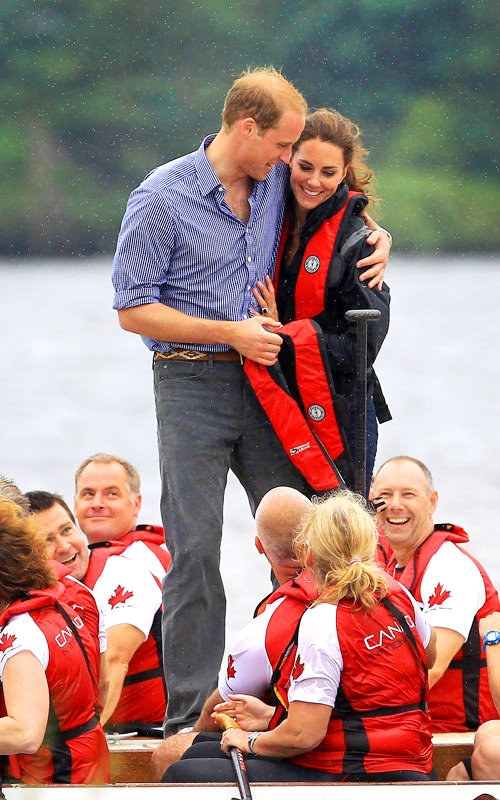 https://i2.wp.com/www.aceshowbiz.com/images/news/prince-william-gives-kate-middleton-consolation-hug.jpg