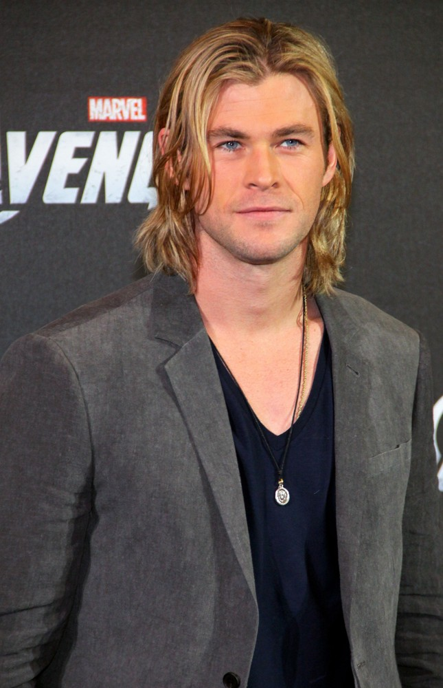 https://i2.wp.com/www.aceshowbiz.com/images/wennpic/chris-hemsworth-photocall-the-avengers-01.jpg