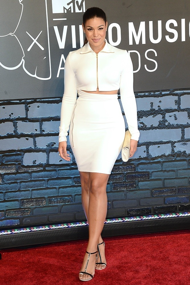https://i2.wp.com/www.aceshowbiz.com/images/wennpic/jordin-sparks-2013-mtv-video-music-awards-02.jpg?resize=666%2C1000