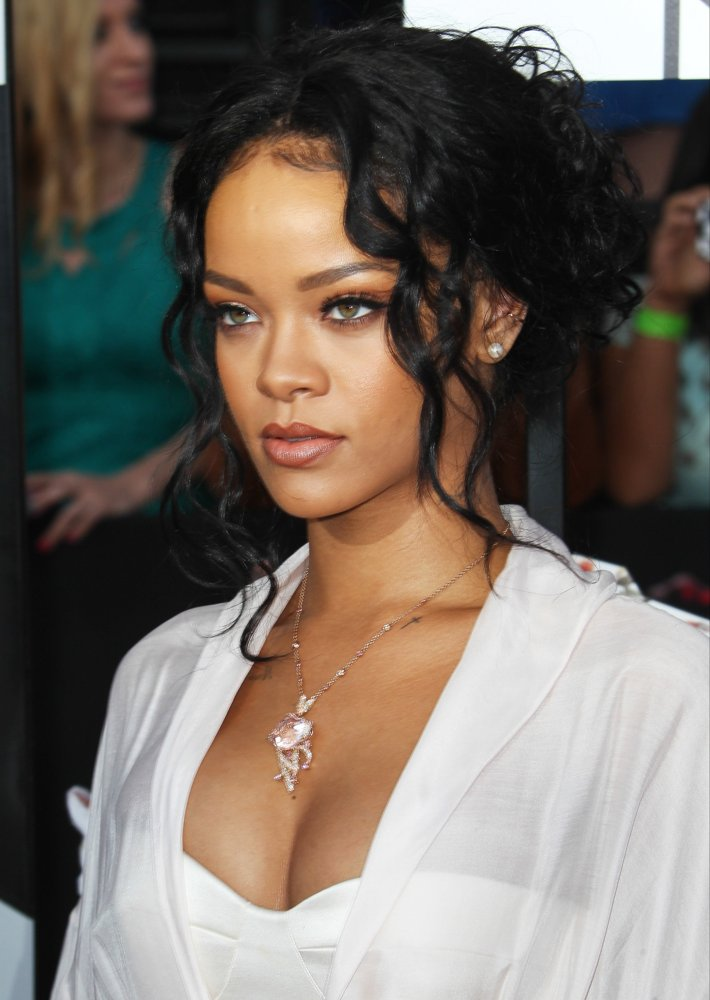 Rihanna Picture 910 MTV Movie Awards 2014 Arrivals