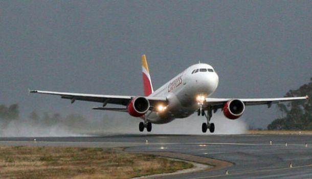 Avion-Iberia-pista_ECDIMA20150518_0013_20
