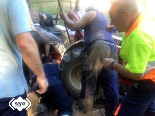 Un hombre resulta herido tras quedarle atrapado un pie en un tractor en Langreo
