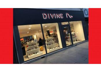 divine est un magasin de chaussures