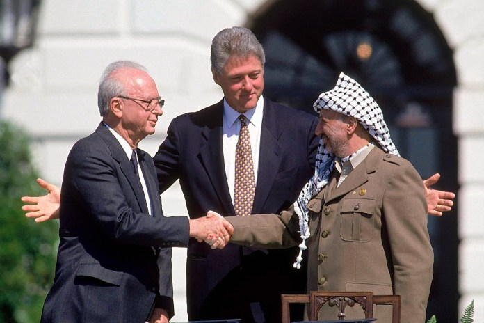 https://i2.wp.com/www.achievement.org/wp-content/uploads/2017/12/wp-1993-OsloAccords-ClintonRabinArafat.jpg?resize=696%2C464&ssl=1