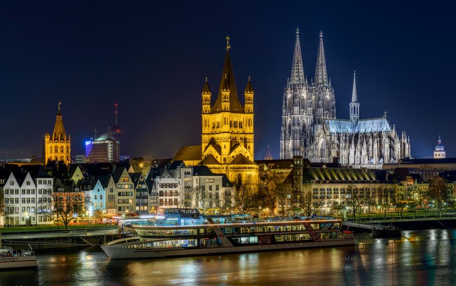 Köln Altstadt bei Nacht