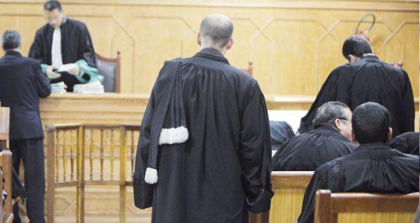 """مطالب بتوقيف محامية بـ""""عشرة جرائم"""" عن مزاولة المهنة"""